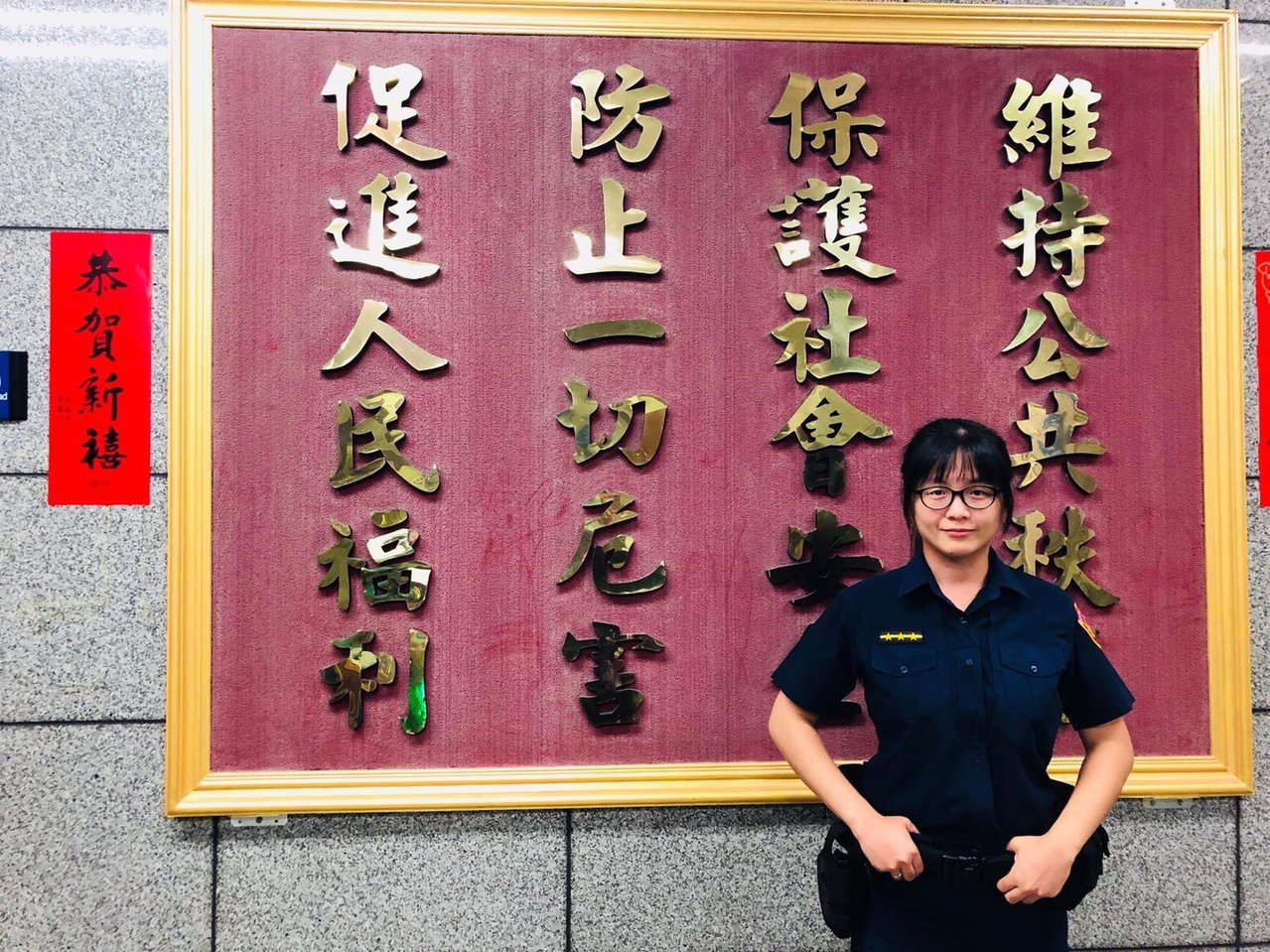 台北市女警余沛璇,即時拯救要自殺的女子。記者廖炳棋╱翻攝