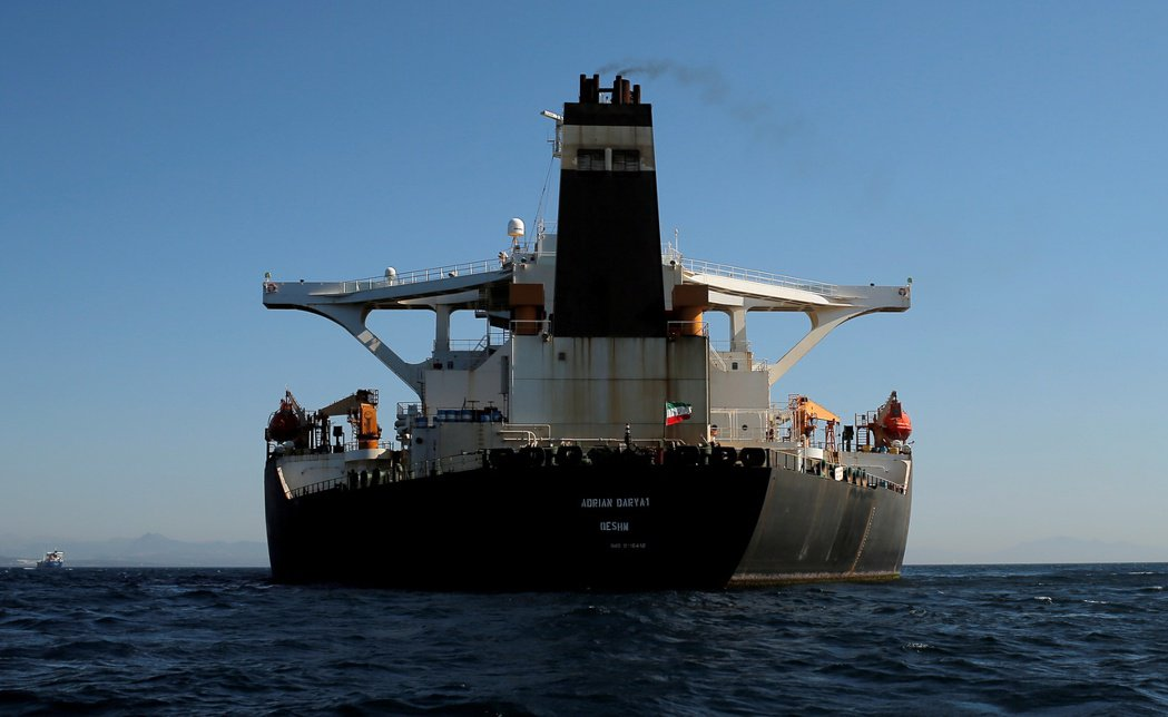 18日的照片顯示,伊朗油輪「阿德里安.達爾亞一號」已改掛伊朗國旗。(路透)