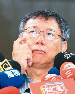 台北市長柯文哲網路聲量持續下探,十八天掉粉近十萬。 記者潘俊宏/攝影