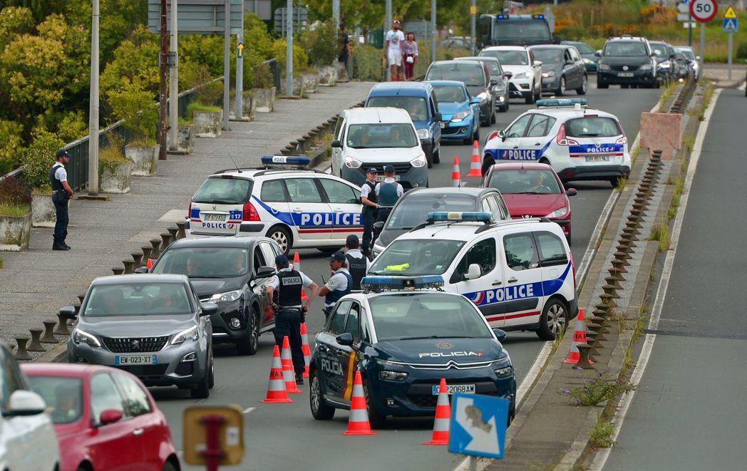今年G7峰會24日將於法國登場,當局動用了上萬名警察進行維安。 (法新社)