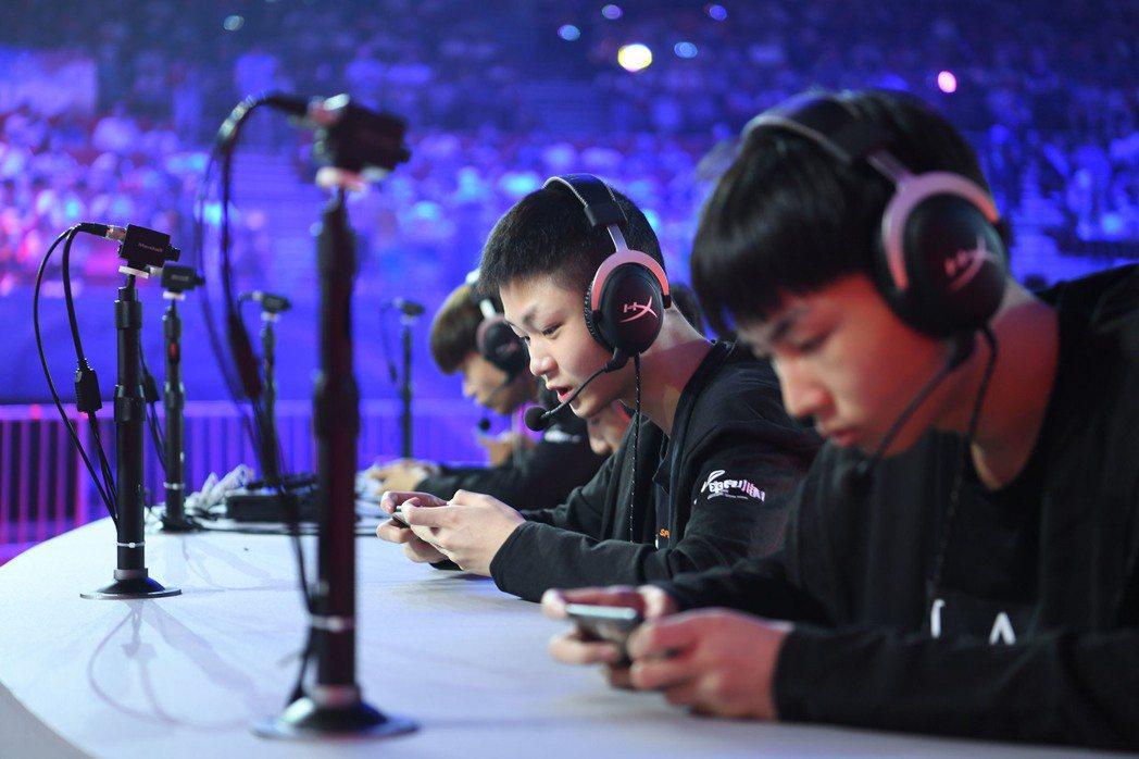 大陸電競玩家人數達到4.4億人,高達71.9%的玩家年齡還不到30歲。 中新社