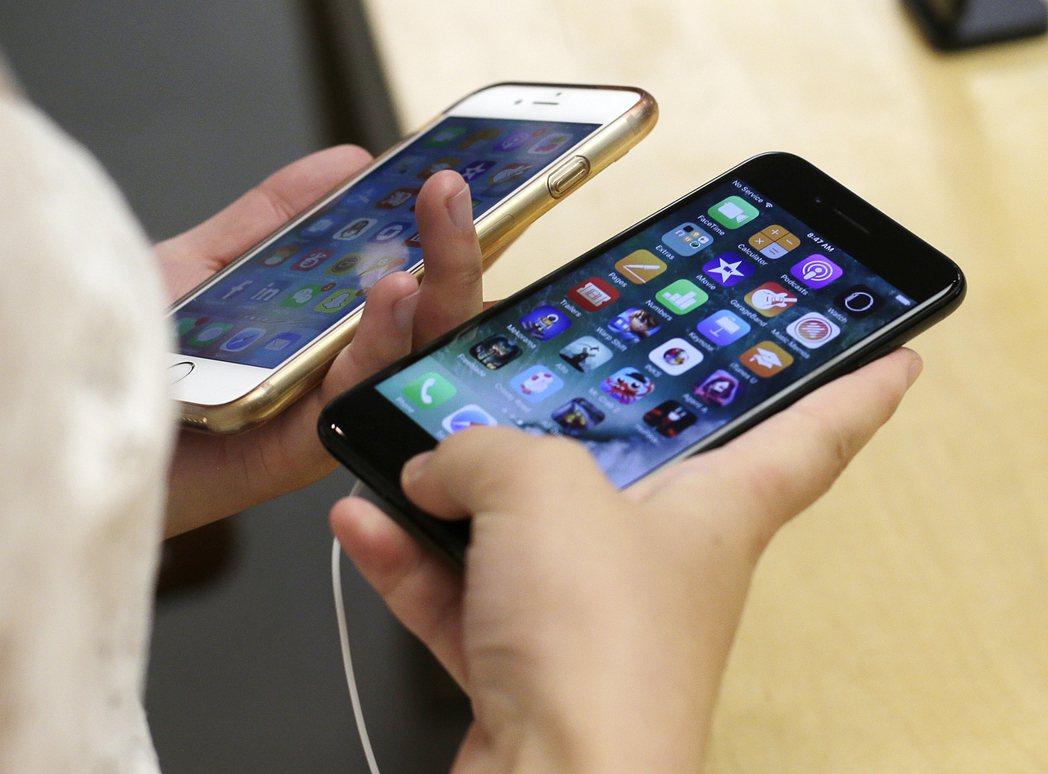 大陸的三大手機品牌OPPO、vivo、小米宣布成立「互傳聯盟」。 本報系資料庫