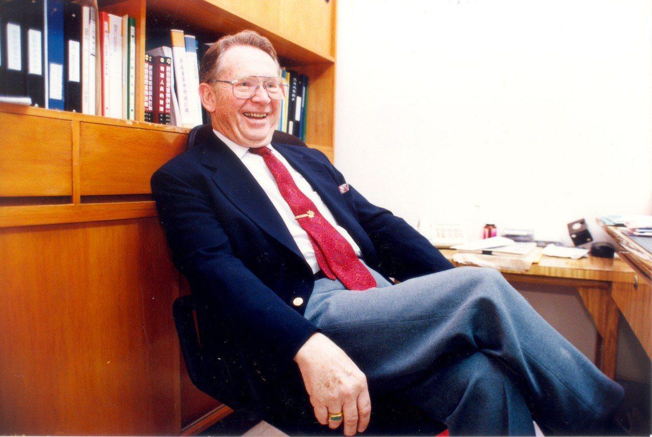 薄柔纜醫師1994年退休返美,是許多門諾醫院醫護人員尊敬的前院長。圖/門諾醫院提...