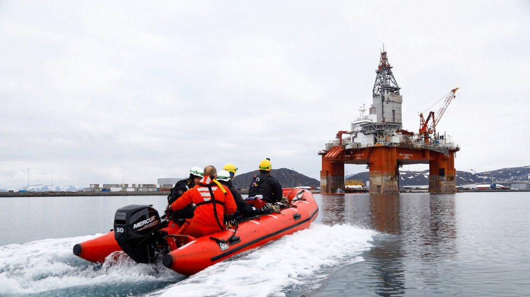 綠色和平組織(Greenpeace)的活躍人士抗議挪威政府開放北極鑽油。路透社