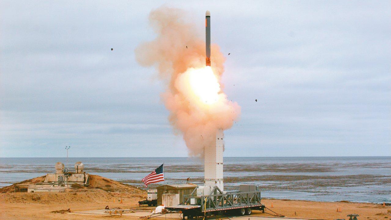 美國18日試射原先被中程核武合約禁止的飛彈。 美聯社