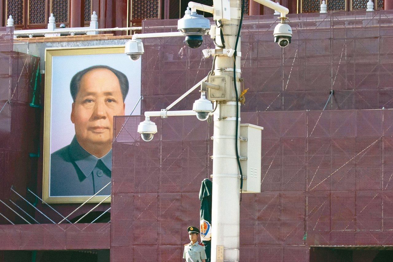 全球監視鏡頭最多的十個城市,中國大陸包辦八個,圖為北京天安門廣場的監視鏡頭。 美...