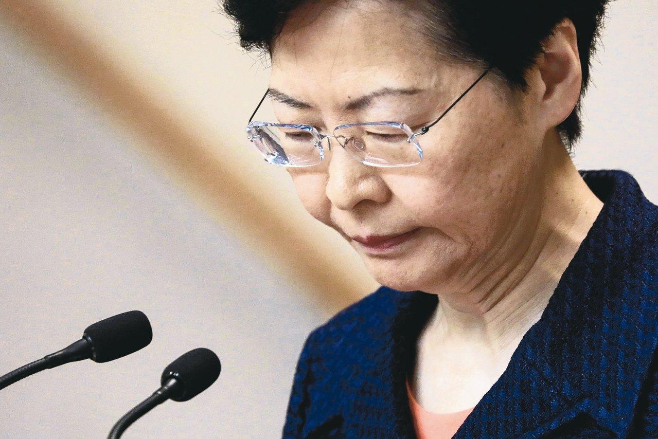 香港特首林鄭月娥表示會馬上展開工作,建立對話平台。 路透