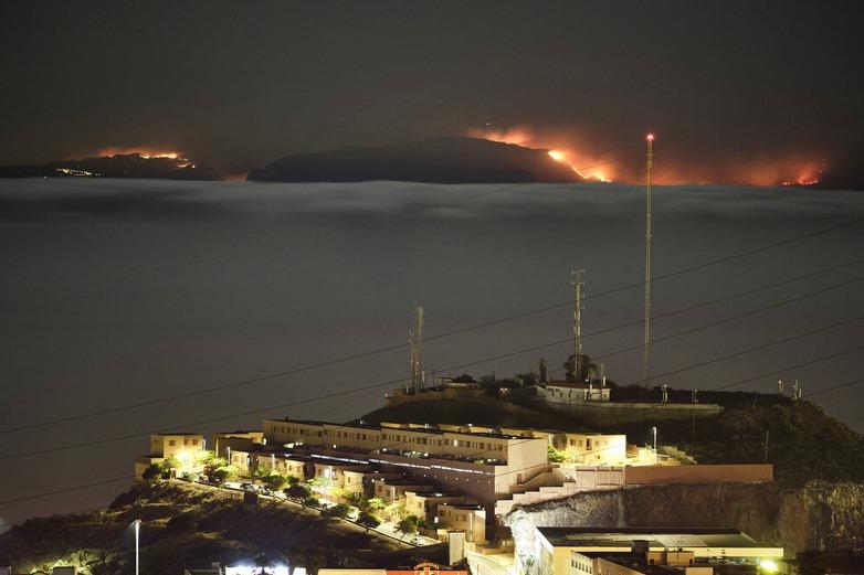 西班牙大加納利島野火失控 100人受困文化中心
