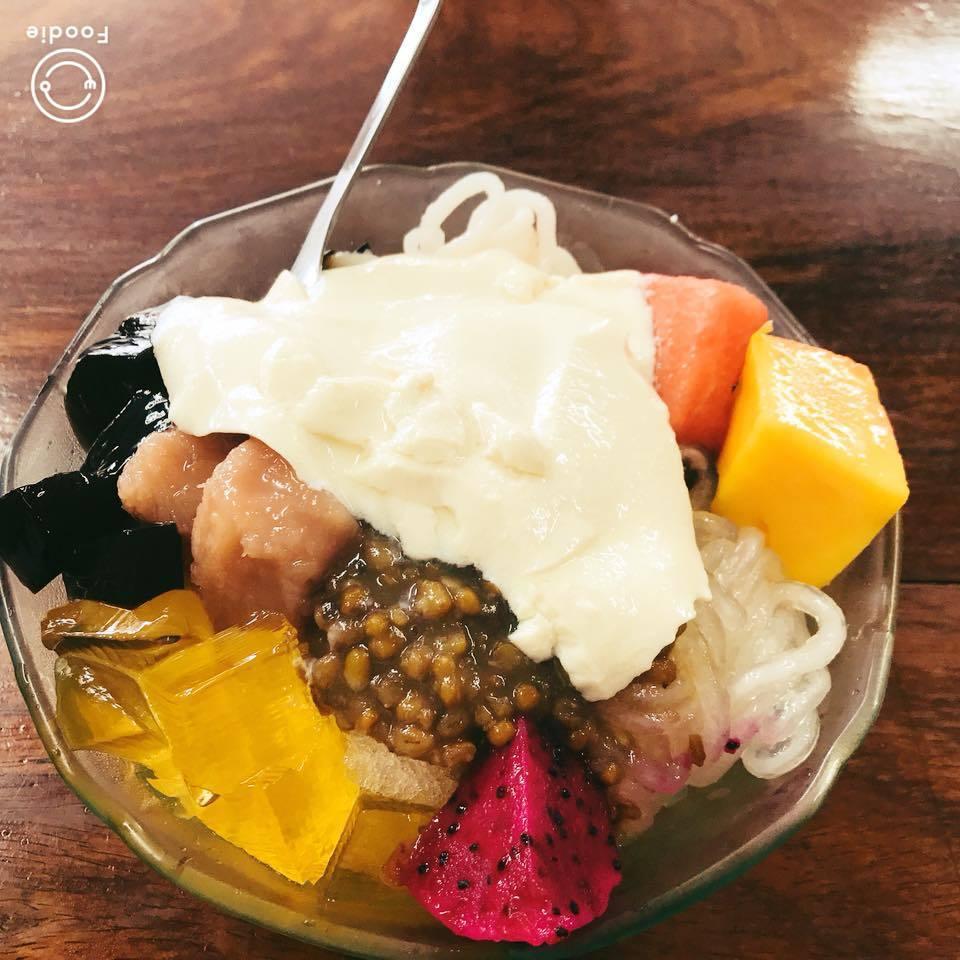 滿滿配料加一塊豆花的獨創吃法。圖/婷亭自助冰城授權提供