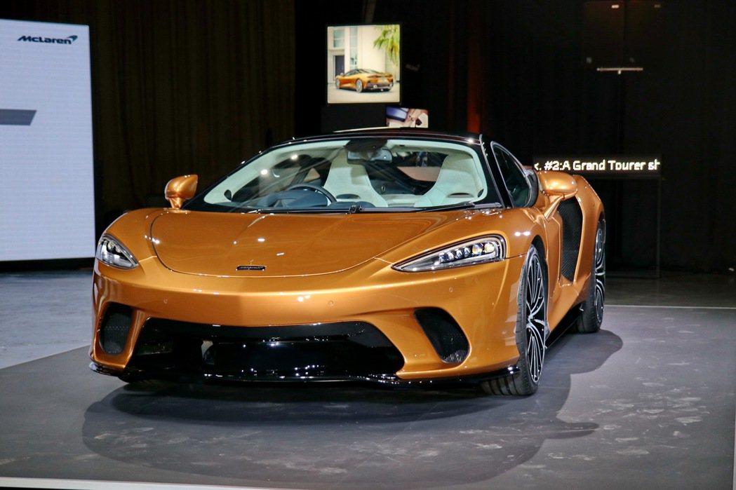在性能表現部分,McLaren GT搭載4.0升V8雙渦輪增壓引擎。 記者陳威任...