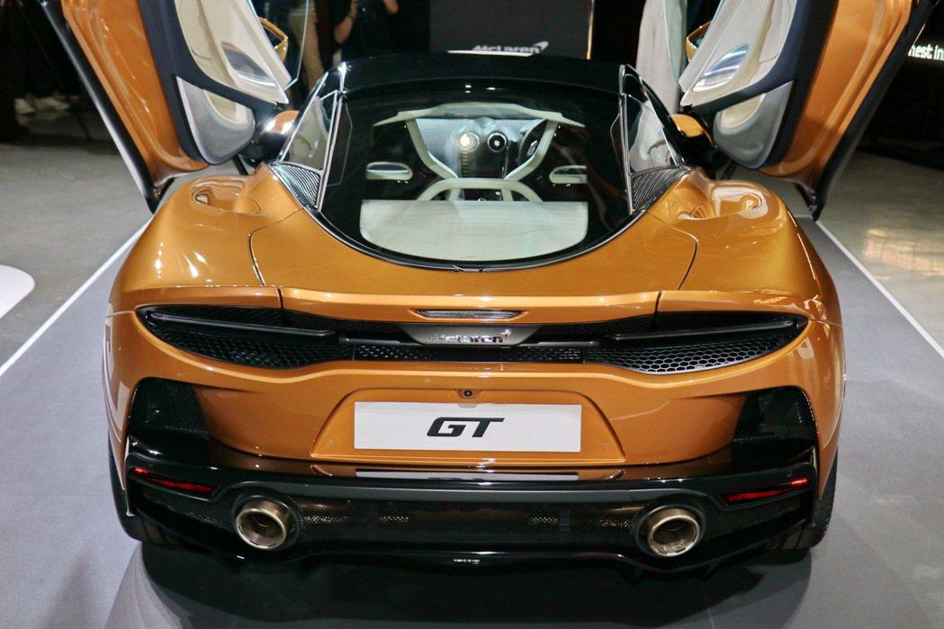 車頂可選配5段式電控變色玻璃,一鍵掌控車頂透光程度,提供車主兼具實用性與私密性的...