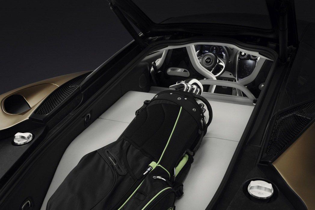 將總置物空間有570公升,可容納整組高爾夫球具或兩套185cm的滑雪板及相關配備...