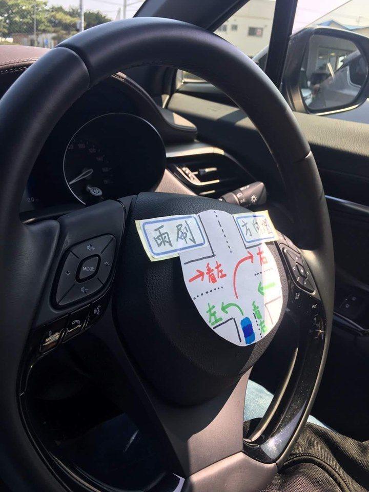 一名女網友將自製的日本「右駕速解圖」PO上網,引發網友共鳴,甚至還自豪地說「申請...