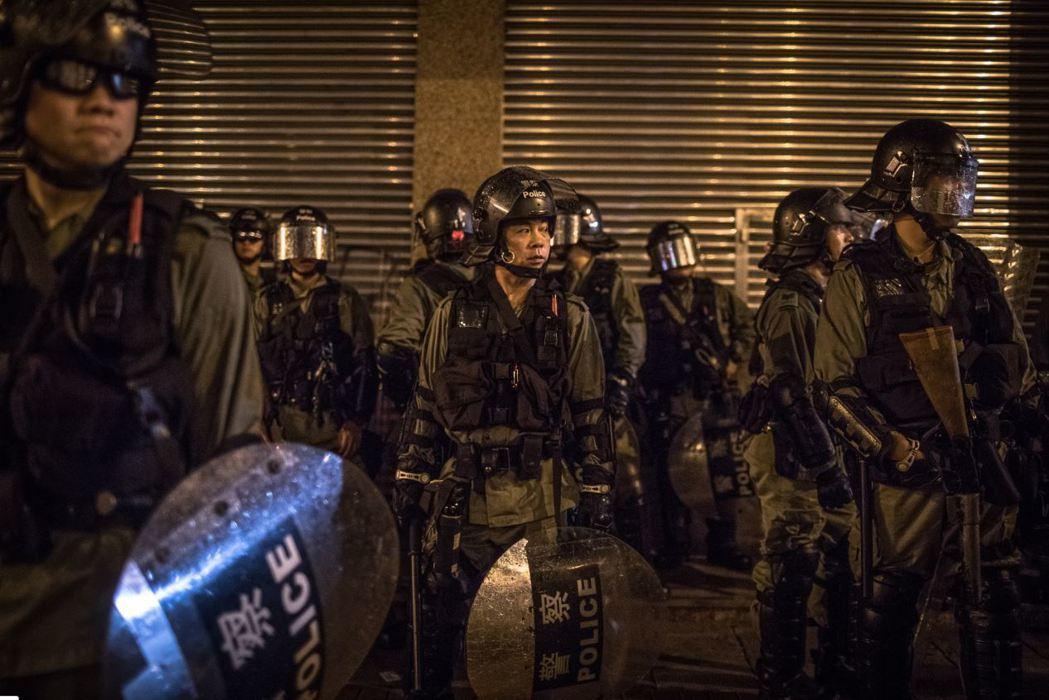 港警持續升高武力等級,且以更強烈的暴力對抗示威者,使得外界看不到香港問題有緩解的跡象。 圖/歐新社