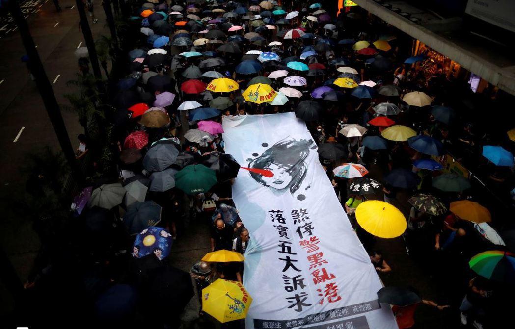香港問題不只是港人與北京對立的問題,也極可能會使中國調整對台政策,並同樣迫使台灣調整對中關係。 圖/路透社