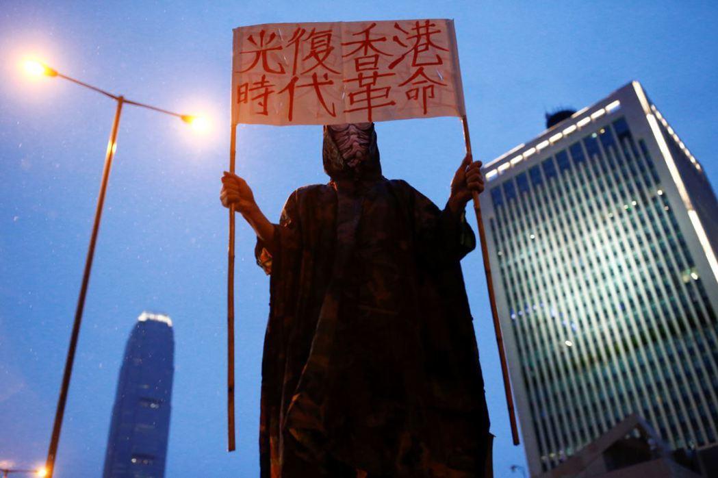 中國也把香港問題國際化,指控這是西方國家搞顏色革命的一部分。 圖/路透社