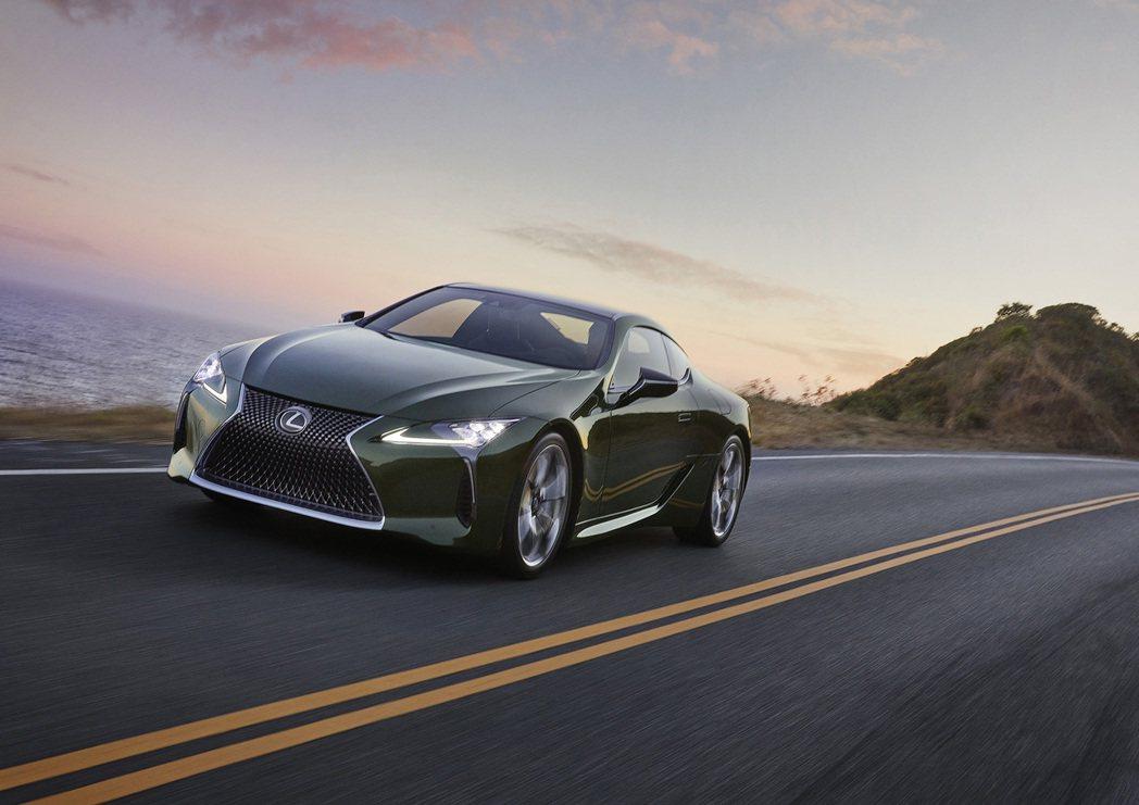 動力依舊是5.8L V8自然進氣及3.5L V6自然進氣引擎。 圖/LEXUS提...