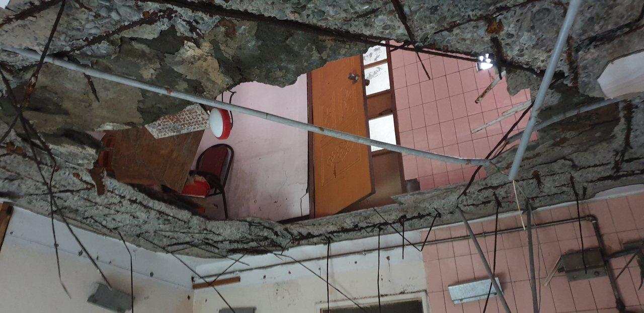 海砂屋的鋼筋嚴重鏽蝕,很難再有支撐作用。記者鄭國樑/攝影