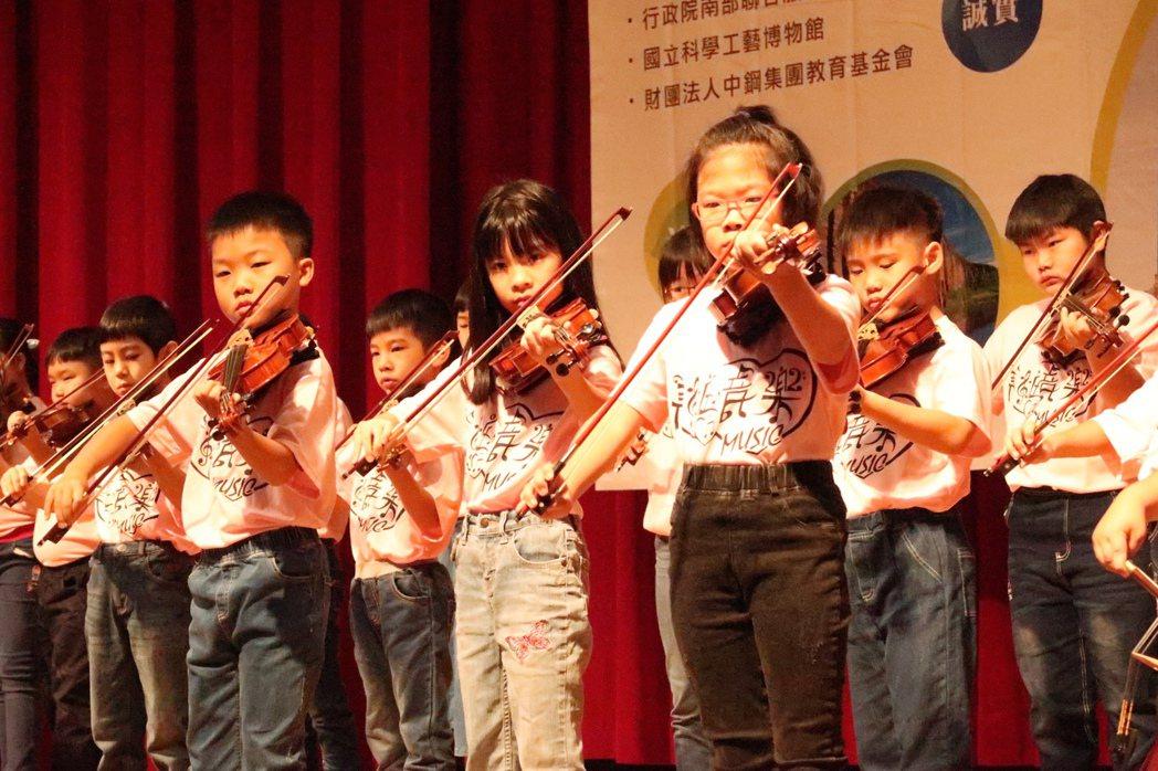 美粧音樂教育中心小朋友演出。記者徐如宜/攝影