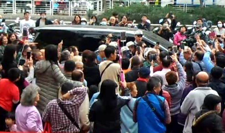 高雄市長韓國瑜的座車疑遭裝追蹤器。記者林保光/攝影