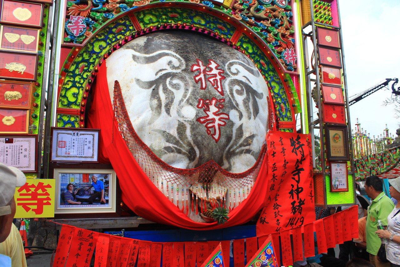 台灣動物社會研究會發起「為阿義發聲~2019義民廟神豬重量比賽」的抗議行動,這是...