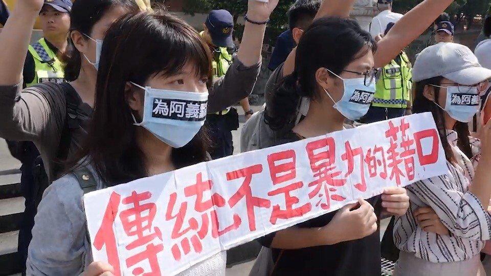台灣動物社會研究會發起「為阿義發聲~2019義民廟神豬重量比賽」的抗議行動。記者...