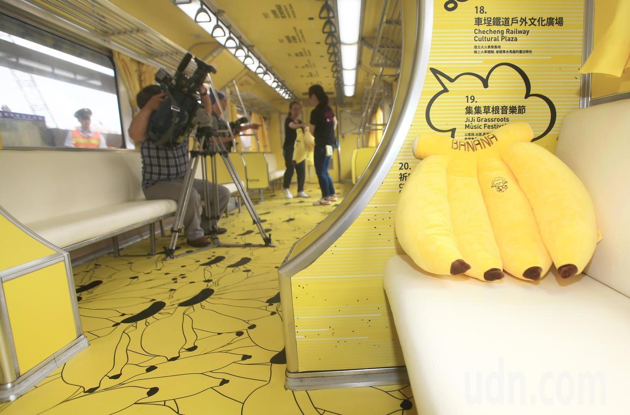 集集支線彩繪列車「國立集集美術館」上午正式亮相,車廂內也有不少彩蛋,等候鐵道迷發...
