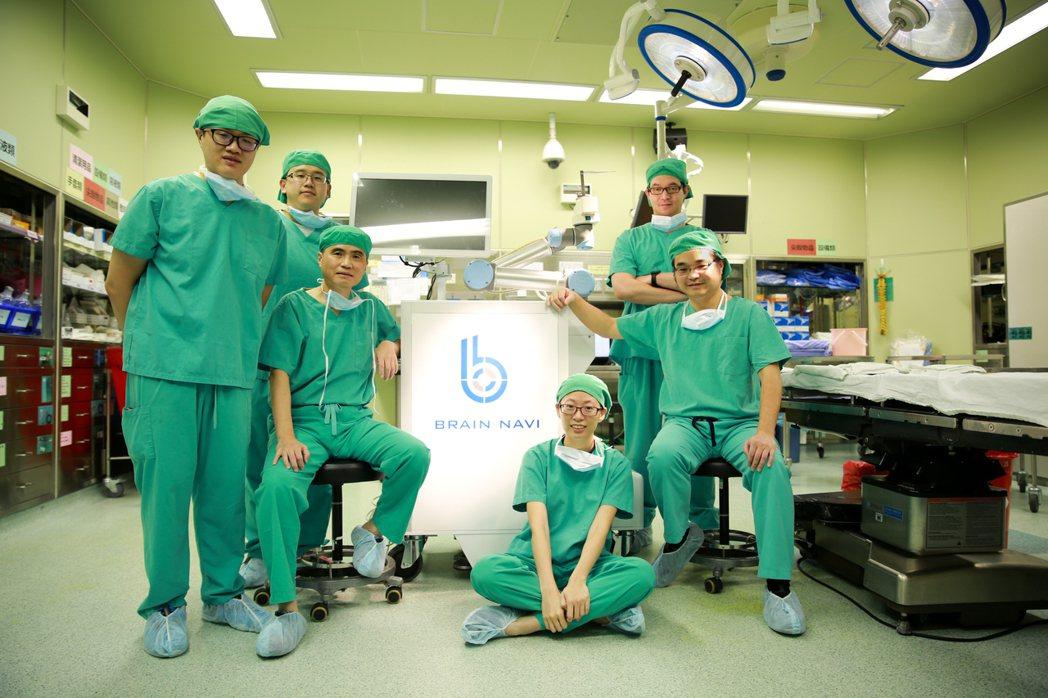 鈦隼生技投資2億元,研發腦部手術導航機器人,可更精準、有效率地輔助醫師執行腦部手...