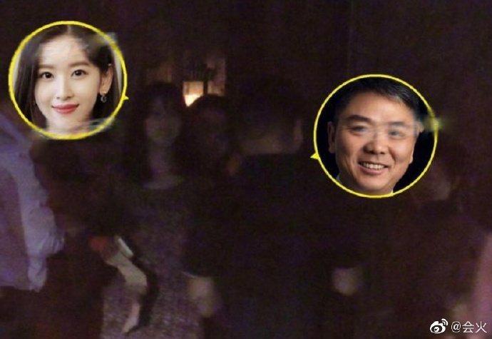 奶茶妹與丈夫劉強東出遊。圖/摘自會火微博