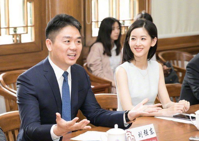 奶茶妹與丈夫劉強東。圖/摘自微博