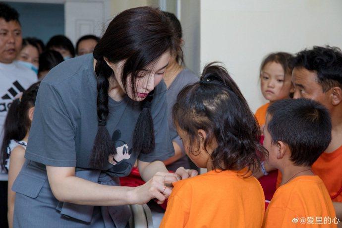范冰冰出席慈善活動。圖/摘自微博