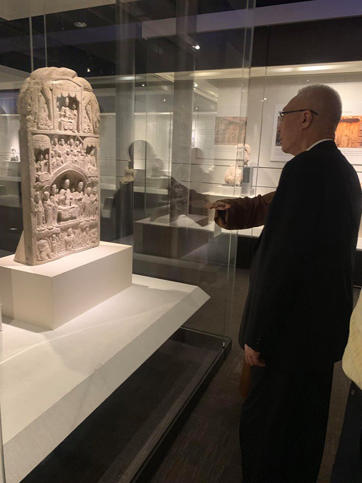 國民黨主席吳敦義今早為星雲大師暖壽後,也參觀佛光山與佛陀紀念館「龍門石窟展覽」。...