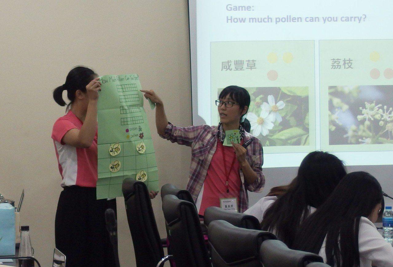 台灣學員進行環境教育主題方案展演。圖/環保署提供