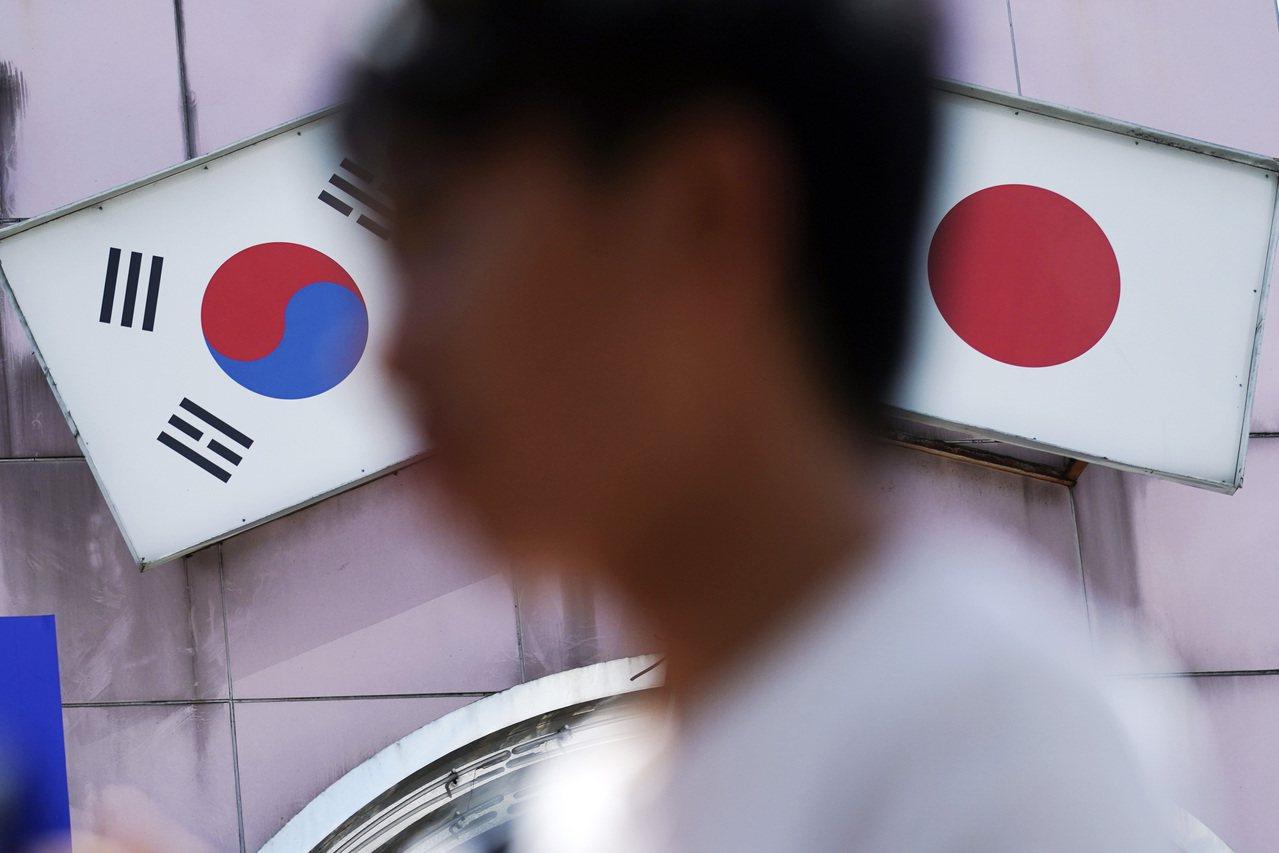 一份最新調查顯示,日企普遍支持安倍對韓的強硬立場。 美聯社