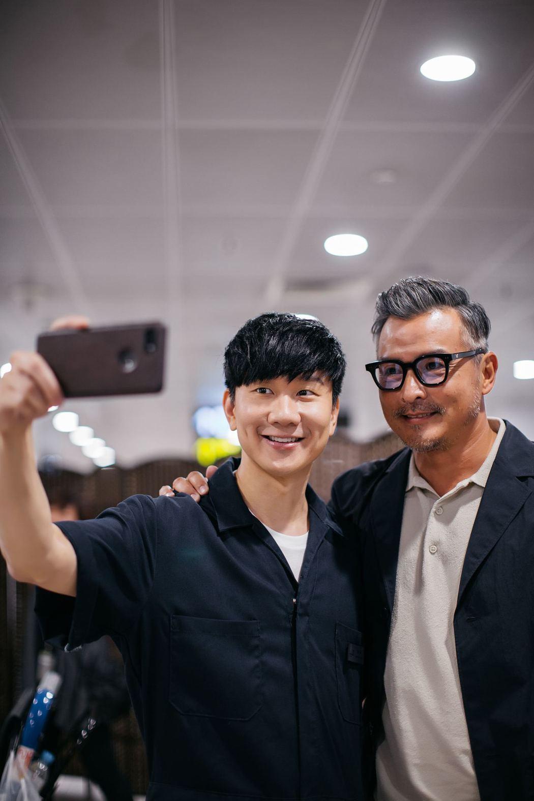 林俊傑(左)和李銘順合拍MV。圖/JFJ PRODUCTIONS提供
