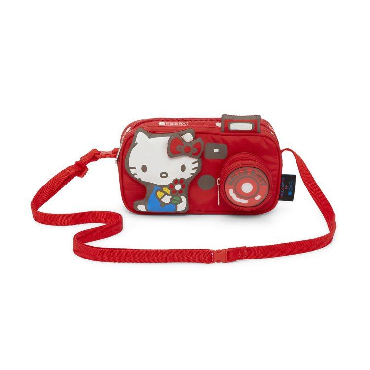 Hello Kitty x LeSportsac聯名系列相機造型包,2,750元...