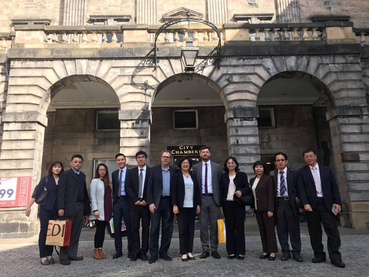 彰化縣長王惠美正在英國考察,也在臉書發文表示,參訪英國重要城市愛丁堡輕軌系統及公...