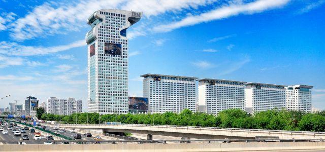 盤古大觀龍首(左棟)以51.87億人民幣拍出。圖/取自百度