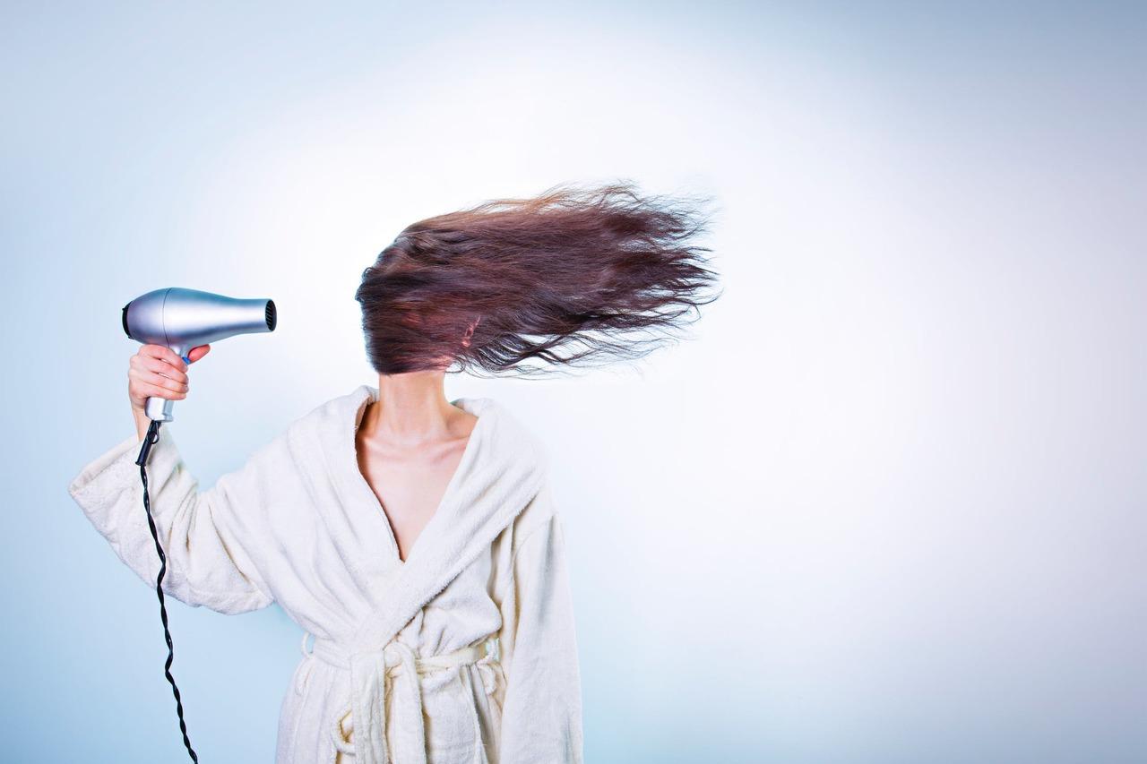 想要更年輕…保養頭髮更重要!養髮3招 用快乾髮帽才不會禿
