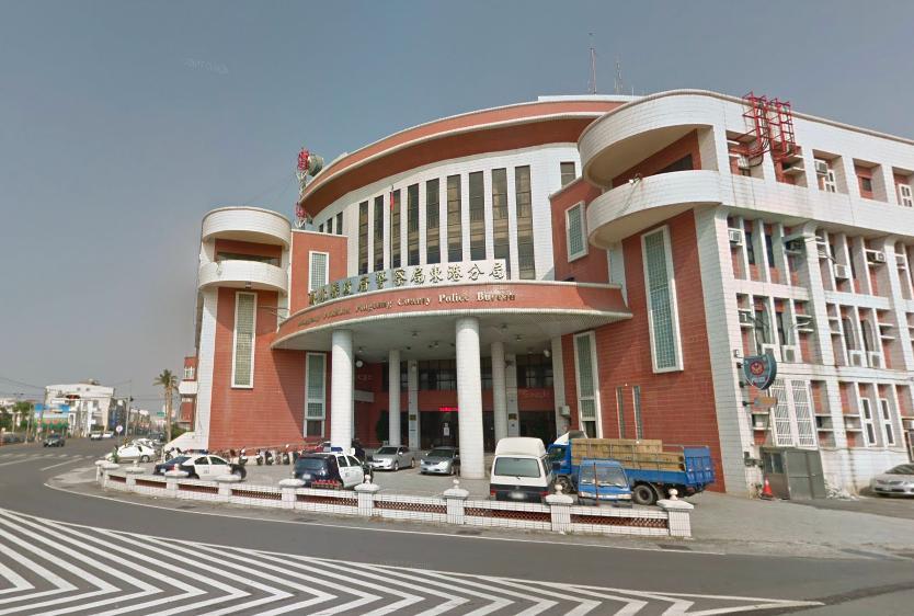 東港分局交通隊一名方姓員警,協助處理事故遭民眾求愛。圖/翻攝Googlemap