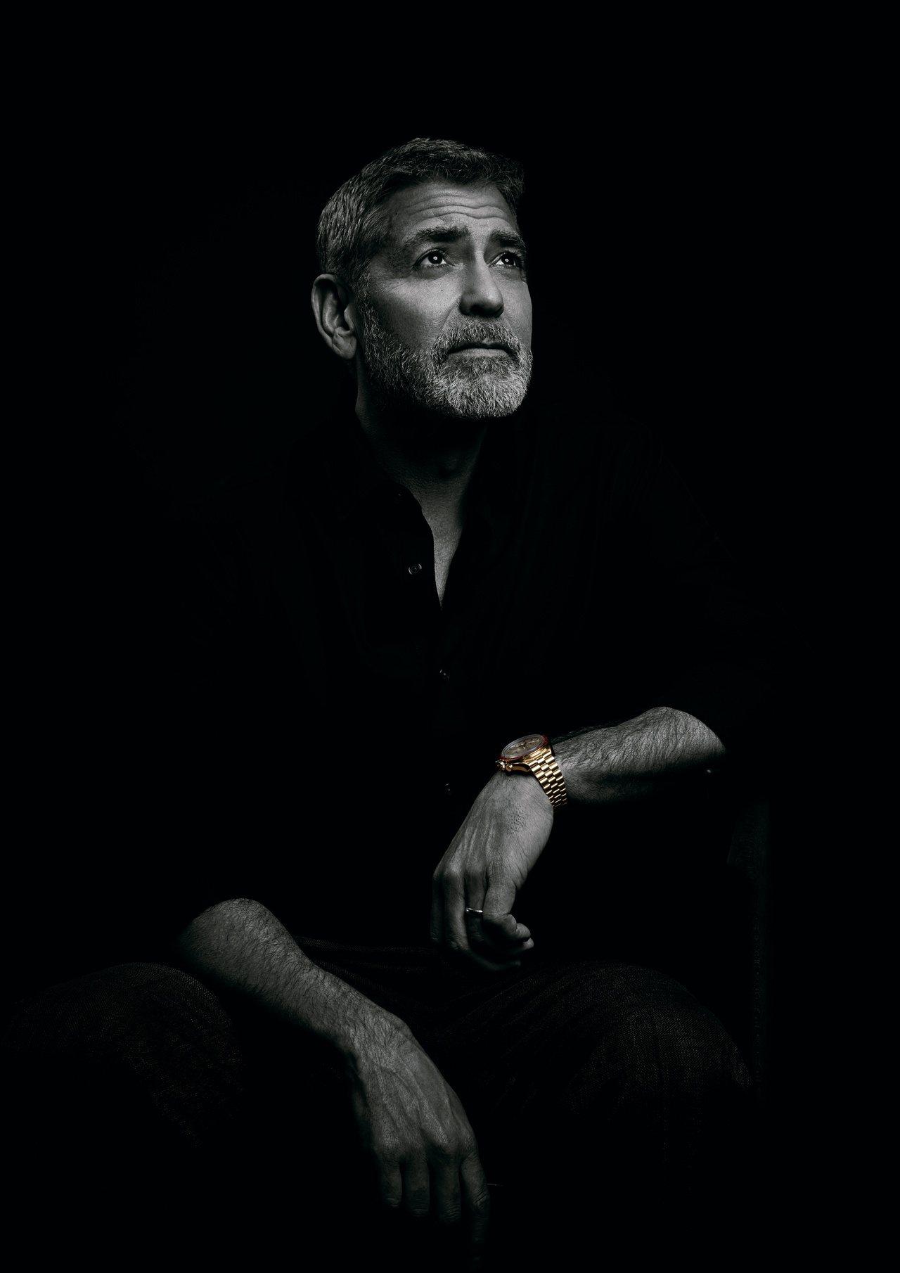 品牌代言人喬治克隆尼演繹超霸阿波羅11號50週年Moonshine™金限量版腕表...
