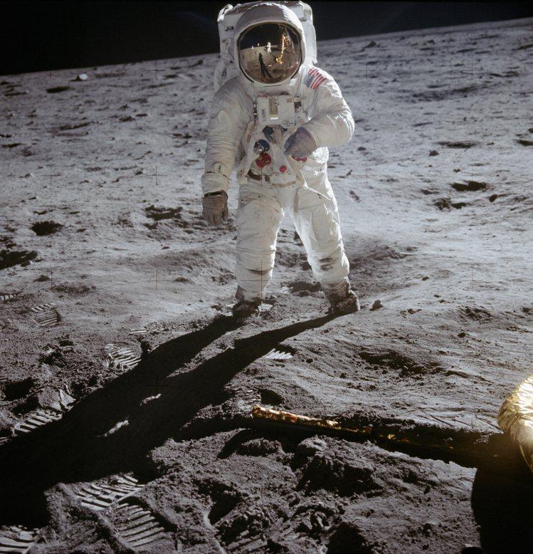 今年是阿波羅11號太空梭登陸月球50周年,為了紀念這人類歷史上重要的里程碑,歐米...