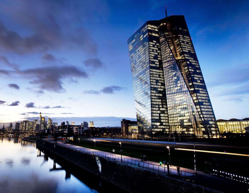 歐洲央行(ECB)雖已把利率降到0%以下,歐元區經濟仍疲弱無力,亟待德國等國政府...