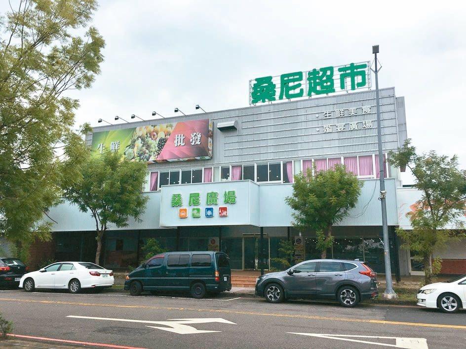 蔡英文總統的台中競選總部位在南屯區,占地250坪,曾是知名的海鮮超市複合餐廳。 ...