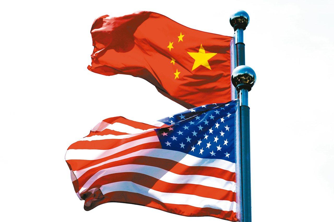 美國經濟出現狀況,美國媒體稱白宮正在檢討對大陸加徵的關稅,防止美國經濟衰退。 (...