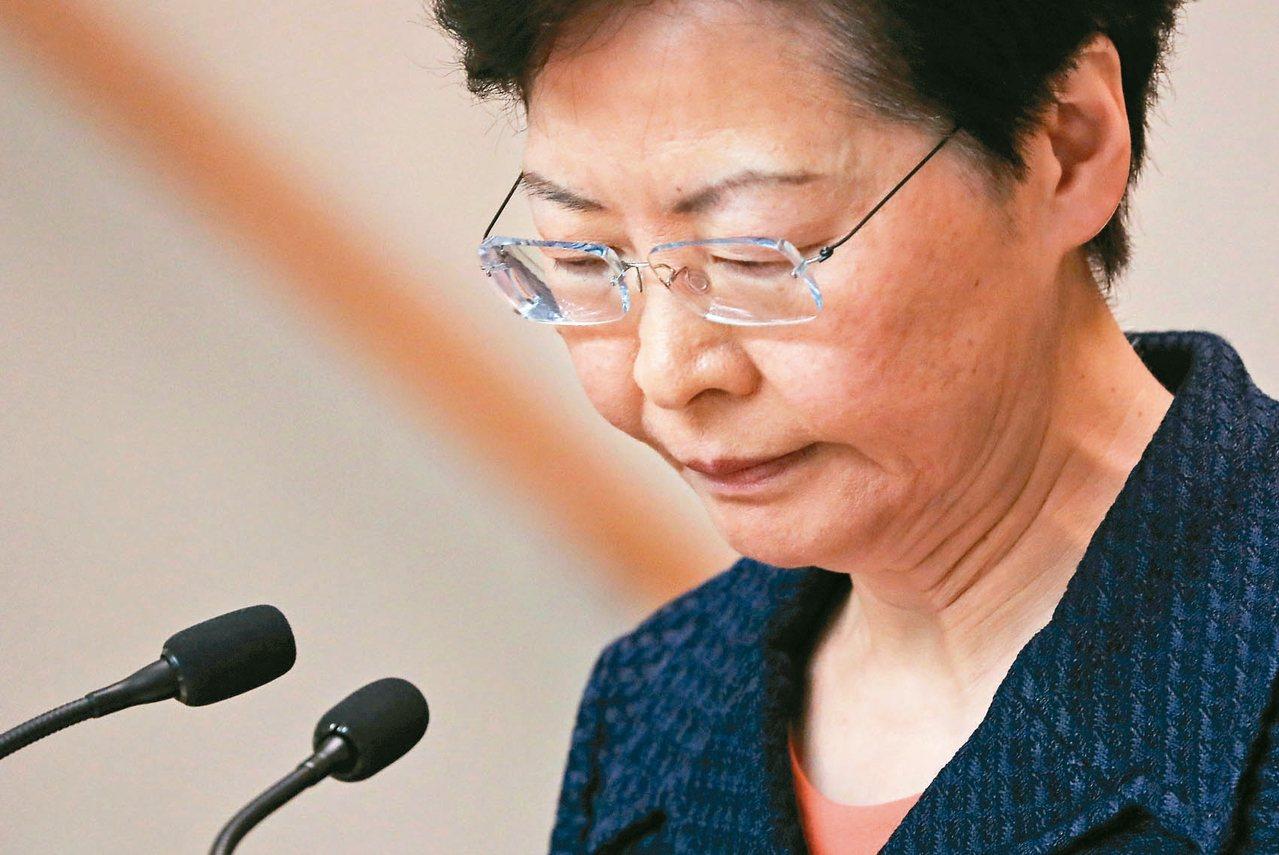 香港特首林鄭月娥廿日開記者會,回應十八日維園集會。 (路透)