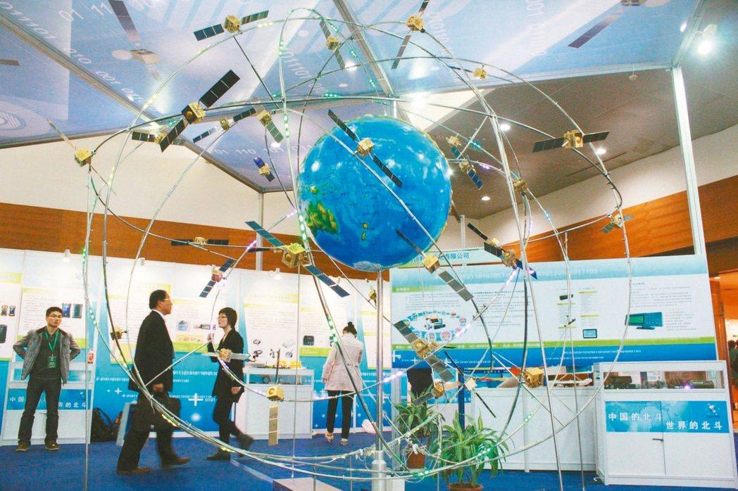 大陸北斗導航在太空運行數量已超越美國,圖為北斗系統模型。 新華社