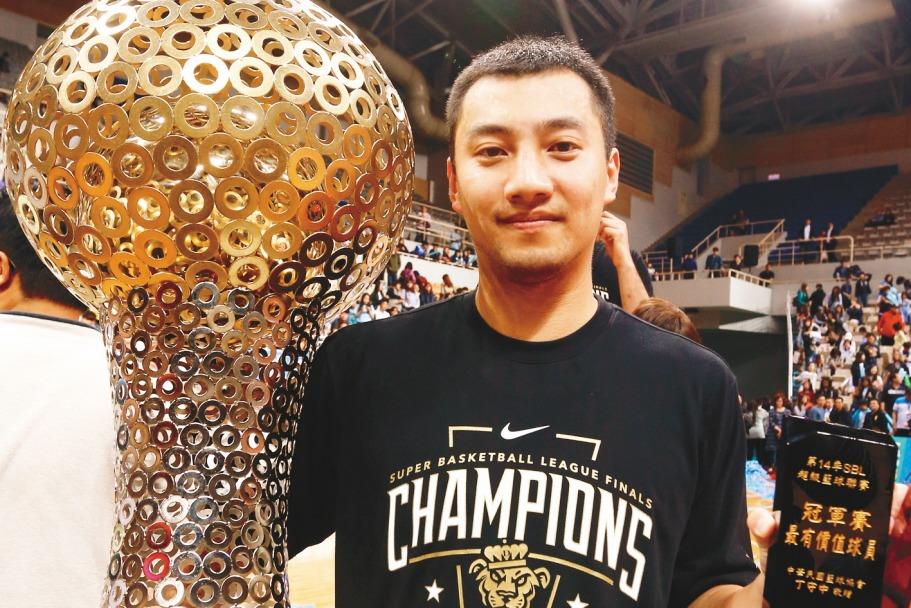 SBL第14季總冠軍賽MVP的達欣主控蘇翊傑,21日在個人社群媒體上宣布退役。 ...