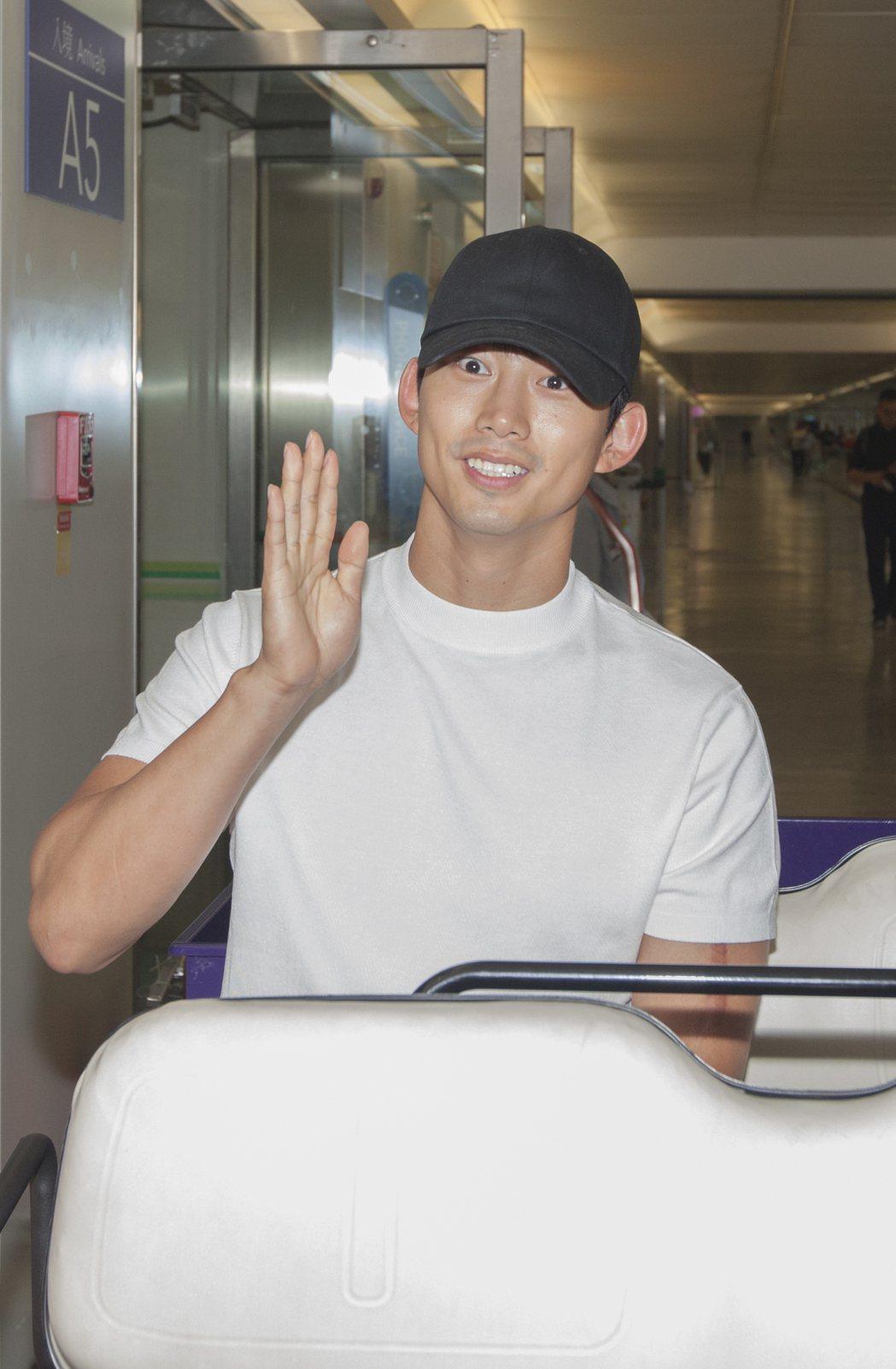 玉澤演受邀擔任台灣觀光代言人,中午搭機抵台。圖/交通部觀光局提供