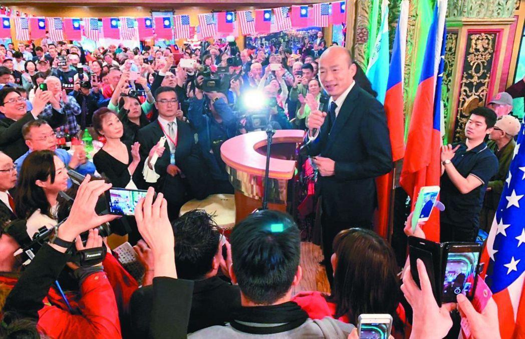 韓國瑜(中)4月在哈佛大學參訪後,參加僑胞歡迎宴。圖/聯合報系資料照片